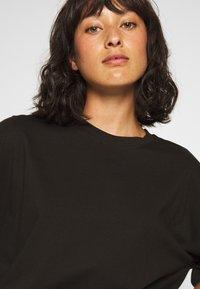 Missguided Petite - DROP SHOULDER OVERSIZED 2 PACK - Basic T-shirt - black/white - 5