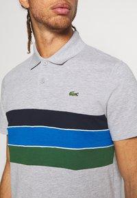 Lacoste Sport - RAINBOW STRIPES - Piké - silver chine/green/navy blue/white - 5