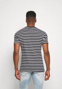 Newport Bay Sailing Club - PORTER TEE - T-shirt imprimé - black - 2