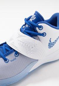 Nike Performance - KYRIE FLYTRAP III - Koripallokengät - white/varsity royal/pure platinum - 5