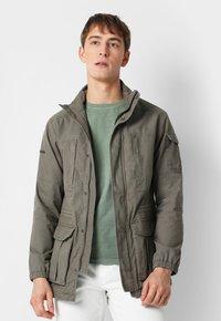 Scalpers - Leichte Jacke - khaki - 0