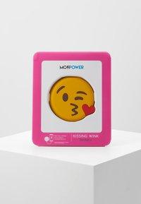 mojipower - KISSING WINKEXTERNAL BATTERY - Power bank - yellow - 5