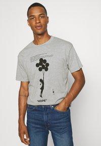 Nominal - BANKSY HOPE - T-shirt imprimé - grey marl - 3