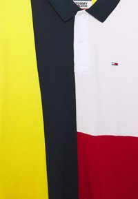 Tommy Jeans - COLORBLOCK - Polo shirt - star fruit yellow/multi - 2