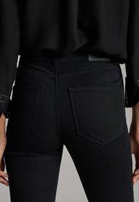 Massimo Dutti - MIT HOHEM BUND - Slim fit jeans - black - 5