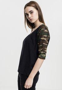 Urban Classics - Print T-shirt - black - 2