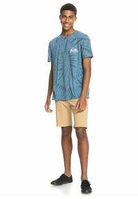 Quiksilver - SLOW LIGHT - Print T-shirt - captains blue - 1