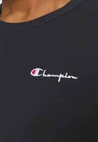 Champion Reverse Weave - CREWNECK LABELS - Print T-shirt - black - 4