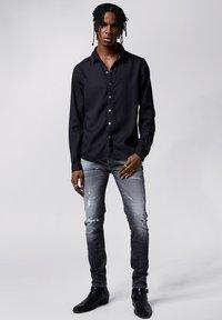 Tigha - SENYO - Shirt - black - 1