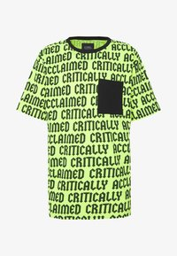 Cayler & Sons - CRITICALLY ACCLAIMED SEMI BOX TEE - T-shirts med print - volt/black - 4