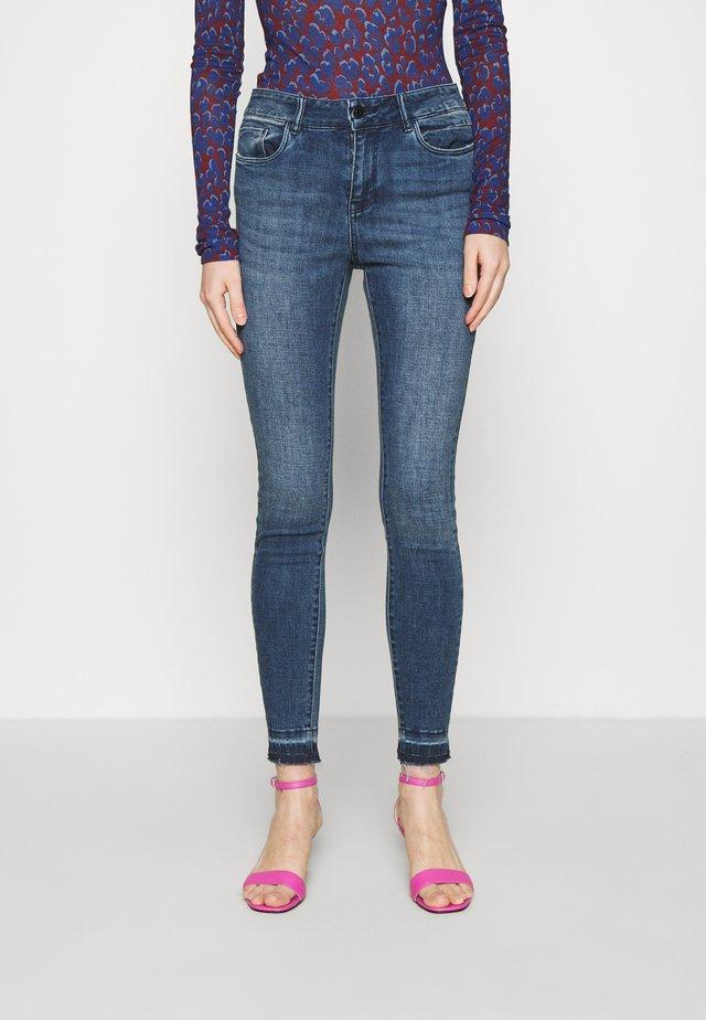 VMSEVEN ANKLE - Skinny džíny - dark blue denim