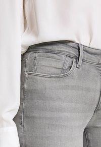s.Oliver - HOSE LANG - Jeans Skinny Fit - great grey - 4