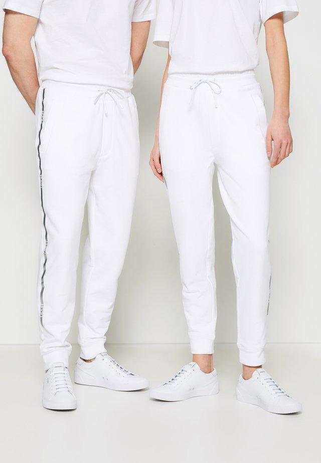 DOAK METALLIC UNISEX - Pantalon de survêtement - white/silver