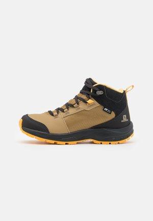 OUTWARD CSWP UNISEX - Hiking shoes - safari/phantom/warm apricot