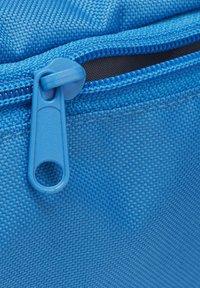 Reebok - TRAINING ESSENTIALS WAIST BAG - Bum bag - blue - 3