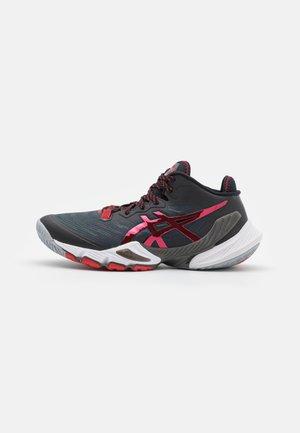 METARISE - Handbola kurpes - black/electric red