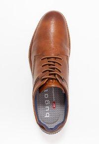 Bugatti - SIMONE COMFORT - Zapatos con cordones - cognac - 1