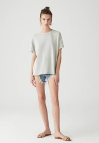 PULL&BEAR - Basic T-shirt - light grey - 1