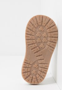 Walnut - BEA - Sandals - white - 3