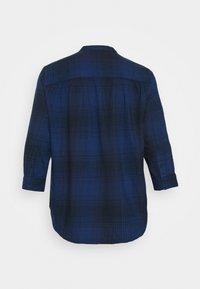 Lee Plus - ESSENTIAL BLOUSE - Bluzka - washed blue - 1