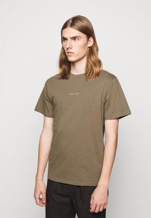 QUIET - Print T-shirt - stone