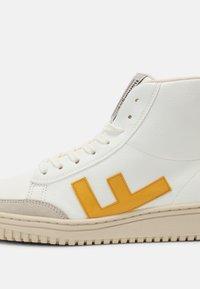 Flamingos' Life - OLD 80'S  UNISEX - Sneakersy wysokie - white/yellow - 4