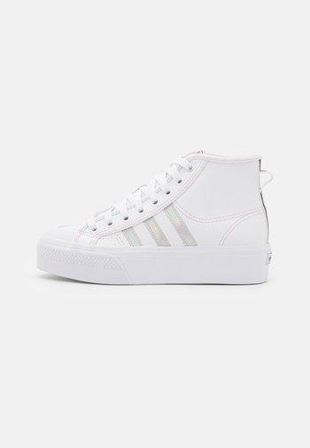 NIZZA PLATFORM MID - Sneakers hoog - footwear white/true pink/core black