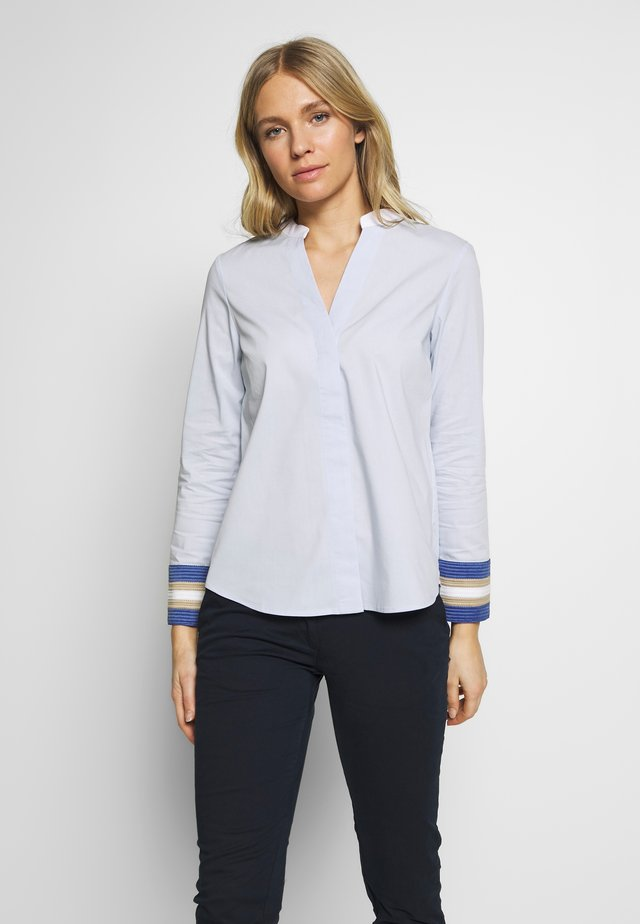 POPLIN WITH CONTRAST COLLAR AND CUFFS - Pusero - light blue