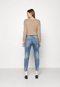 Herrlicher - SHYRA CROPPED STRETCH - Relaxed fit jeans - blend destroy - 2