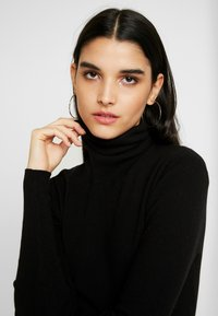 Weekday - KIRSTEN TURTLENECK - Strikkegenser - black - 4