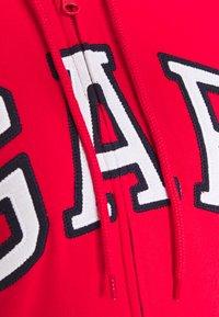 GAP - FASH - Zip-up hoodie - pure red - 2