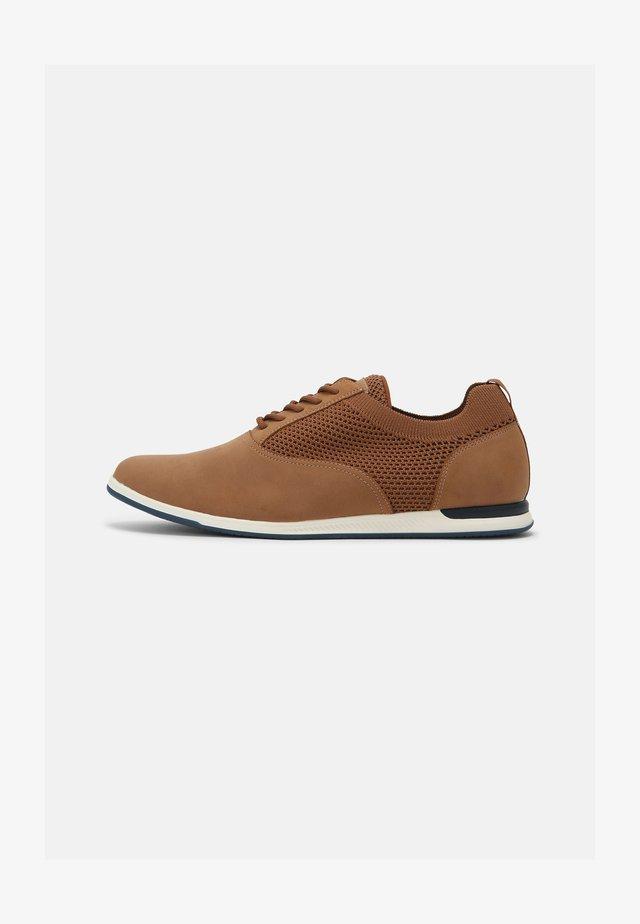 BALLAN - Volnočasové šněrovací boty - cognac