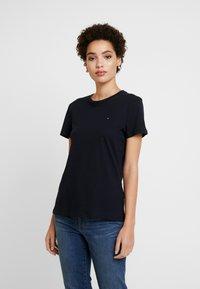 Tommy Hilfiger - Camiseta básica - desert sky - 0