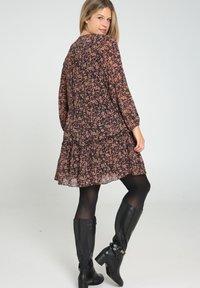 Paprika - Day dress - caramel - 2