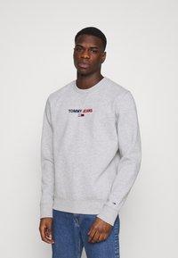 Tommy Jeans - LINEAR LOGO CREW - Sweatshirt - grey - 0