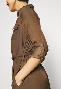 Banana Republic - SHIRTDRESS SOLID - Maxi dress - heritage olive - 5