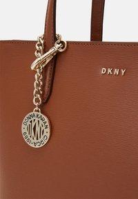 DKNY - BRYANT BOX SUTTON - Handbag - caramel - 4