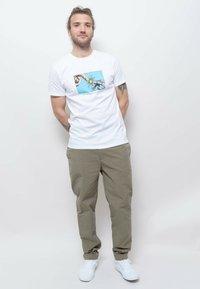 Wemoto - Print T-shirt - white - 1