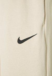 Nike Sportswear - PANT TREND - Pantalones deportivos - oatmeal - 2