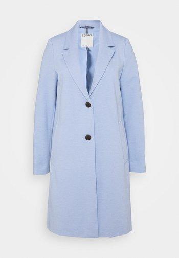Klasyczny płaszcz - pastel blue