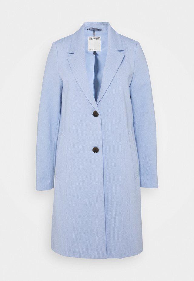 Mantel - pastel blue