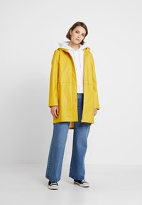 Vero Moda - VMFRIDAY NEW COATED JACKET - Parka - spicy mustard - 1