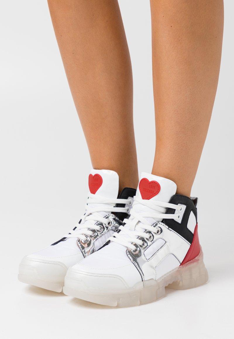 Love Moschino - TREKK - Bottines à plateau - white