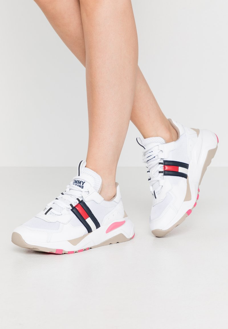 Tommy Jeans - COOL RUNNER - Trainers - white/glamour