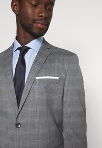 Selected Homme - SLHSLIM-NAS GREY CHECK SUIT - Oblek - grey/blue/white - 7