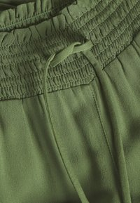 TOM TAILOR DENIM - FLUID HAREMS PANTS - Pantalon classique - dull moss green - 2