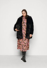 CAPSULE by Simply Be - STEPPED COAT - Classic coat - black - 1