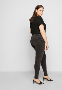 Pieces Curve - PCDELLY - Jeansy Skinny Fit - dark grey denim - 3