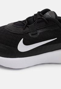 Nike Sportswear - REPOSTO UNISEX - Sneakers laag - black/white/dark smoke grey/iron grey - 5