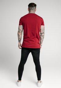 SIKSILK - LION TEE - T-shirt print - deep red - 3